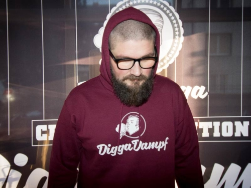 diggadampf hoodie